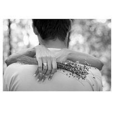 @poemabranco  #esession #photography #weddind #weddingphotography #poemabranco #casamento #casamentobh #casandocomamor #photooftheday #love #blackandwhite by poemabranco