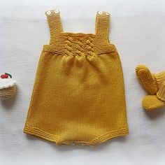 Knitted baby dress, vest, cardigan, sweater, overalls patterns Knitted baby d… – Bebek Yelek Modelleri Knit Baby Dress, Knitted Baby Clothes, Knitting For Kids, Baby Knitting, Crochet Bebe, Knit Crochet, Baby Overall, Baby Pullover, Baby Cardigan