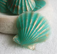 Clam Shell Soap, Glycerin Melt and Pour, Aqua and Bronze, Summer Party Favors, N. - Different and Beautiful Ideas Seashell Christmas Ornaments, Shell Ornaments, Coastal Christmas, Snowman Ornaments, Christmas Tree, Seashell Painting, Seashell Art, Seashell Crafts, Sea Crafts