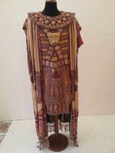 Opera costume for Aida, designed by Caramba, 1930 Egyptian Fashion, Egyptian Costume, Cleopatra, Opera, Kimono Top, Bohemian, Costume Ideas, Womens Fashion, Roman