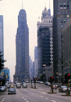 This photo set includes 38 wonderful color slides that shows everyday life of Chicago in the 1960s.