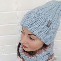 Еще немного зимнего на заказ сочетание небесно-голубого и золотисто-бежевого в деле #vlada_knitting_шапкаЗефирка #vlada_knitting #knittingwithlove #knittingfactory #mylovelywork #myknittinglife #wool