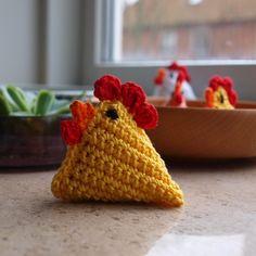 HÆKLEDE PÅSKEKYLLINGER / CROCHET EASTER CHICKEN - Cicitive Crochet Toys Patterns, Stuffed Toys Patterns, Crochet Chicken, Easter Crochet, Double Crochet, Coin Purse, Stitch, Deco, Instagram Posts