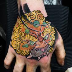 Fantastic Foo Dog Tattoo Ideas– A Creature Rich In Symbolic Meaning Foo Dog Tattoo, Dog Tattoos, Japanese Hand Tattoos, Tattoo Designs, Hand Tattoos For Guys, Irezumi, Hand Art, Finger, Hands