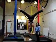 A little drop on the lyra: straddle back to knee hang. Lyra Aerial, Aerial Acrobatics, Aerial Dance, Aerial Hoop, Aerial Arts, Aerial Silks, Acro Dance, Circus Art, Pole Fitness