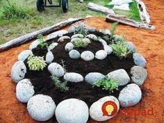 Easy Herb Spiral Garden Design Ideas for Small Yard Inspiration Herb Spiral, Spiral Garden, Diy Garden, Dream Garden, Garden Projects, Garden Art, Garden Landscaping, Diy Projects, Garden Soil