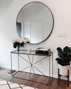 My Glowy Makeup Routine Glowy Makeup mirror . abovecouch Glowy makeup Mirror Routine - fix. Interior Design Living Room, Living Room Decor, Bedroom Decor, Hallway Decorating, Entryway Decor, Modern Entryway, Foyer, Decoration Hall, Decorations