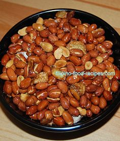 Adobong Mani is simply fried peanuts with garlic. The garlic gives it the distinct adobo flavor, fried to a crisp just like the peanuts. Filipino Dishes, Filipino Desserts, Filipino Recipes, Asian Recipes, Filipino Food, Paella, Peanut Recipes, Kitchens
