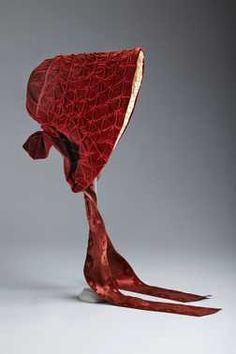 Red silk velvet bonnet, c. 1845. Centraal Museum Utrecht.