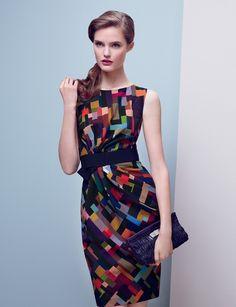 Французская марка Paule Ka была основана в 1987 году, бразильцем по происхождению Сержем Кажфингером. Отработав два года оформителем витрин в Yves Saint Laurent, он решает создать собственный бренд женской одежды. Совместив имя своей тети (Paule) и первые две буквы фамилии, Серж открывает Paule Ka. Стиль бренда – это французская элегантность и сдержанная роскошь.