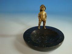 0710A1-214: Ascher mit Figur Holländer Junge Bronze