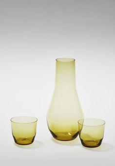 Glashütte Comploj, Karaffe mit Gläsern, 2015, mundgeblasen auf farbigem Glas, © MAK/Georg Mayer Maker, Wine Decanter, Barware, Coloured Glass, Carafe, Nice Asses, Wine Carafe, Tumbler