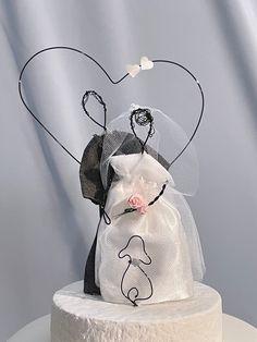 Silver Weddings, Rustic Weddings, Elegant Wedding Cakes, Beautiful Wedding Cakes, Cat Wedding, Wedding Day, Dog Cake Topper Wedding, Cake Toppings, Wire Art