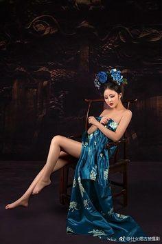 Healthy living tips wellness programs for women Pretty Asian, Beautiful Asian Women, Hanfu, Cheongsam, Chinese Kimono, Lingerie Fine, Asian Hotties, China Girl, Glamour