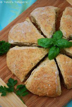 Patce's Patisserie: Schnell, pikant und ein bisschen grün: Kräuterbutter-Scones