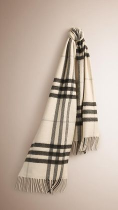 d4c26f78300d Natural white check The Classic Cashmere Scarf in Check - 1 Echarpe  Cachemire, Classique,. Burberry United States