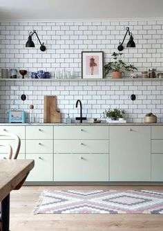 """For a small kitchen """"spacious"""" it is above all a kitchen layout I or U kitchen layout according to the configuration of the space. Rustic Kitchen Design, Interior Design Kitchen, Kitchen Furniture, Kitchen Dining, Modern Outdoor Kitchen, Kitchen Remodel Cost, Kitchen Models, Scandinavian Kitchen, Cuisines Design"""