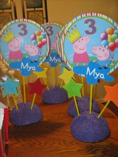 Peppa Pig table certerpieces Fiestas Peppa Pig, Cumple Peppa Pig, Horse Birthday, Pig Birthday, Birthday Party Design, 4th Birthday Parties, George Pig Party, Pig Crafts, Birthday Party Centerpieces