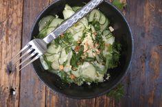 Voici une salade expresse, bien relevée et parfaite en ces journées estivales. Elle a le grand avantage de pouvoir se préparer à l'avance puisqu'elle se bonifie en marinant au réfrigérateur. La seule difficulté de cette recette est la découpe des concombres, les lamelles devraient être presque translucides, du coup je vous recommande d'utiliser une mandolineContinue Reading