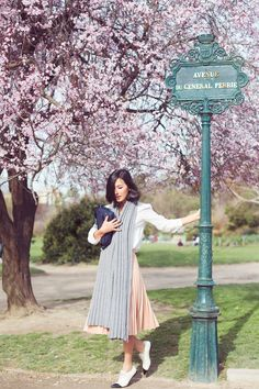 Nicole Warner of Gary Pepper Girl Gary Pepper Girl, Paris And Nicole, How To Wear A Blanket Scarf, Pastel Skirt, Nicole Warne, Paris 3, Outfit Des Tages, Rose Pastel, Sincerely Jules