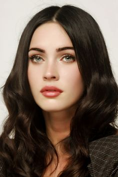 Megan Fox as Asami Sato? I know she's not asian but the second I saw Asami I immediately thought of Megan Fox and couldn't shake the idea Maquillaje Megan Fox, Megan Fox Makeup, Megan Fox Lips, Megan Fox Hair Color, Megan Fox Pictures, Megan Denise Fox, Megan Fox 2017, Ombre Highlights, Beautiful Actresses
