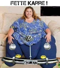 I don't know what Fette Karre is but why is she smiling? This costume is ridiculous! Human Oddities, People Of Walmart, Car Humor, Car Memes, Adult Humor, Laughter, Funny Quotes, Funny Pictures, Graphic Sweatshirt