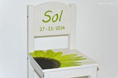 Stoeltje Sol; beschilderd n.a.v. geboortekaartje prettyraw.nl