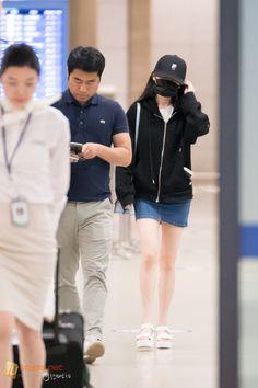 Grilling gift ideas [for men and women] Kpop Fashion, Girl Fashion, Airport Fashion, Kpop Girl Groups, Kpop Girls, Kim Sohyun, Talent Agency, Cute Korean, Korean Outfits