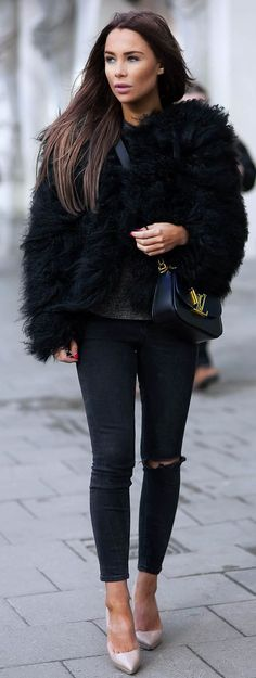 Black And Faux Fur Obsessed Outfit