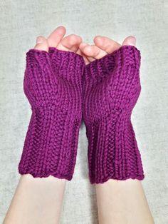 Fingerlose Handschuhe für Kinder (ca. 4-6 Jahre), Bio-Wolle Farbe: erika, rotviolett, Brombeersorbet Material; 100% Wolle Bio Handgestrickt von