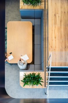 Savills Office by Futurespace - Office Snapshots Office Space Design, Workspace Design, Office Workspace, Office Designs, Office Spaces, Office Ideas, Office Decor, Booth Seating, Banquette Seating