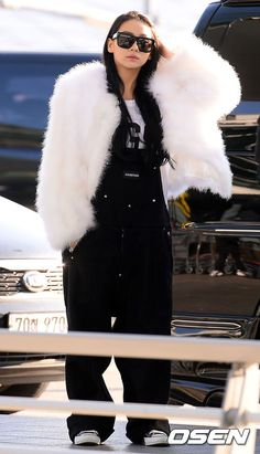 CL - airport fashion