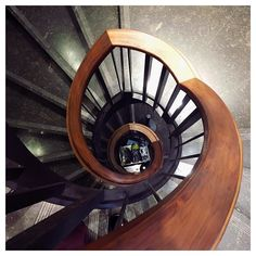 Stairs  #stairs #milan #milano #massimodutti #exclusive #place #mensfashion #menswear #world #luxury #instagood #sale #inspiration #brown #lovely #amazing