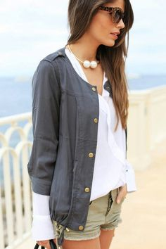 We think that have to fold a blouse under a trench coat; here an exception: 3/4 coat over a longsleeve blouse, fashion because almost is the same fabric.