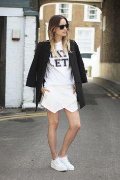 Gonna asimmetrica (tipo Zara): come abbinarla - Visual Fashionist Sporty Outfits, Summer Outfits, Fashion Outfits, Fashion Trends, Fashion Inspiration, Woman Outfits, Fasion, Fashion Ideas, Skort