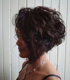 curly short hair..... a bob? Maybe?