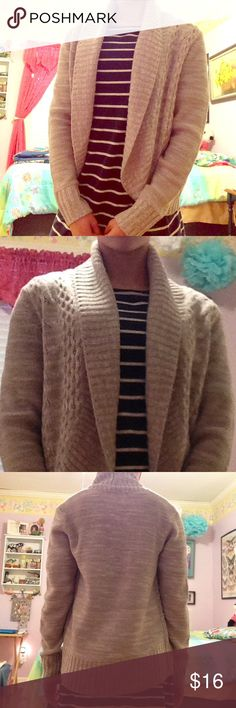 Women's gray sweater Super casual and cute sweater that is perfect for a cold day! Faded Glory brand. Used once or twice but it is in perfect condition with no signs of being worn. Please consider reasonable and polite offers!! Bundle and save!!!!! I am happy to help by answering questions and posting more pics. Thanks for stopping by!!  👍🏻😅 size small 4-6. 100 percent acrylic.  No lower than 13$ Faded Glory Jackets & Coats