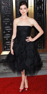 Anne Hathaway tulle-skirted Oscar de la Renta gown.