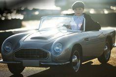 子ども向け、110ccエンジンを搭載した「アストンマーチンDB ミニ復刻版」 « WIRED.jp
