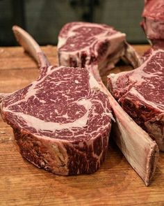 Oh that glorious marbling!  Pic and steaks courtesy of the Brahma of Beef @wmapple75 -  The BIG boys with all that super tasty marble ready to be picked up by it's built in handle the all American USDAPrime dry aged #cowboy #ribeye from @purelymeatco here at #NYYSteak @seminolecasinococonutcreek . . . #Grill #Grilling #Beef #BeefPorn #Steak #SteakPorn #RibEye #RibEyeSteak #Tomahawk #Food #FoodPhotography #Foodstagram #InstaFood #FoodPics #Foodgasm #Meat #MeatPorn #Paleo #GlutenFree #EEEEEATS…