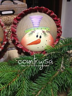 Plum Purdy Design by Reneè Mullins Pintura Country, Arte Country, Christmas Bulbs, Christmas Crafts, Christmas Decorations, Xmas, Holiday Decor, Painted Ornaments, Snowman Ornaments