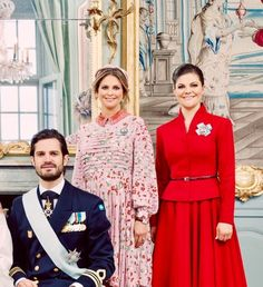 Prince Carl Phillip, Princess Madeleine, and Princess Victoria of Sweden. Children of King Carl Gustaf and Queen Silvia of Sweden. Victoria is the oldest and is next in line for the throne. Victoria Prince, Princess Victoria Of Sweden, Crown Princess Victoria, Princess Style, Princess Kate, Prinz Carl Philip, Princesa Victoria, Swedish Royalty, Prince Daniel