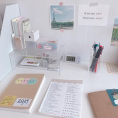 To inspire you desk organization when you need your special work place 12 – fugar.sepatula To inspire you desk organization when you need your special work place 12 – fugar. Study Room Decor, Study Rooms, Study Space, Bedroom Decor, Desk Space, Deco Studio, Study Corner, Desk Inspiration, Desk Inspo