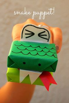 make snake puppets- fun kids craft made from a raisin box!