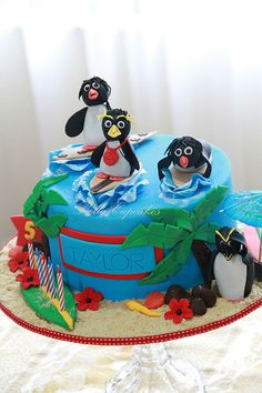 Can't miss these awesome penguin themed cakes, you can make for your children's birthdays. These cakes were made by people from around the world. Teen Cakes, Cakes For Boys, Cake Cookies, Cupcake Cakes, Birthday Invitations Kids, Birthday Cakes, 8th Birthday, Penguin Birthday, Penguin Cakes