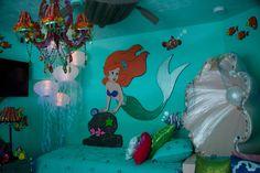 Little Mermaid room ...LOVE!!  Aaaaaaaaah!!!!!!! Why isn't this in my life?!?!? Awesome maybe superheroes for a boy