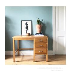 Find Furniture, Office Desk, Nightstand, Cool Stuff, Table, Home Decor, Desk Office, Decoration Home, Desk