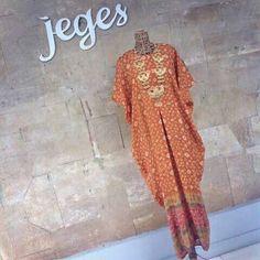 Kaftan jumputan by Jeges Abaya Fashion, Muslim Fashion, Batik Kebaya, Kaftans, Abayas, Plus Size Dresses, Designer Dresses, Dress Skirt, Tie Dye