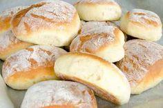 Bułeczki pszenne na jogurcie - SKŁADNIKI 10 g drożdży suchych lub 20 g świeżych 200 ml jogurtu naturalnego 100 ml wody 1 łyżka miodu 2 łyżki oleju słonecznikowego 1 łyżeczka soli 460 g mąki pszenne,j typ 550 1 jajko Baguette, Homemade Dinner Rolls, Bread Cake, Polish Recipes, I Love Food, Hot Dog Buns, Food Inspiration, Baked Goods, Cake Recipes