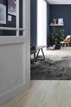 Heller Holz Fußboden   Blaue Wand #vinylboden #fußboden #teppich